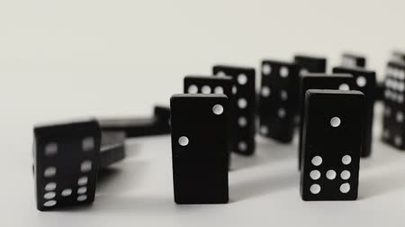 стоять : a tragic chain of events. Domino effect Стоковые видеозаписи