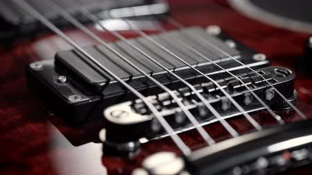 instrumento : Extreme close-up of an electric guitar.