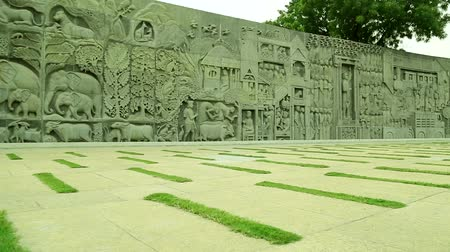 politikacı : Sculptures on Wall of Rajiv Gandhi Memorial site in Sriperumbudur Chennai