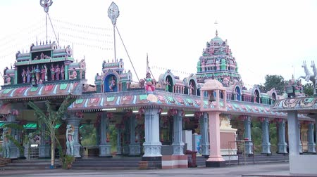 malásia : Zoom out Traditional Hindu temple Exterior shot in Malaysia.