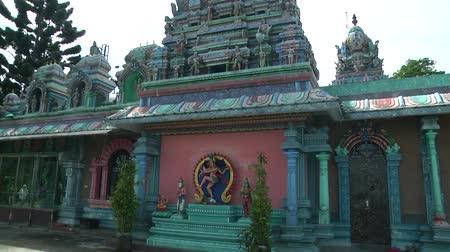 bohyně : Traditional Hindu temple with tourist people in Malaysia.
