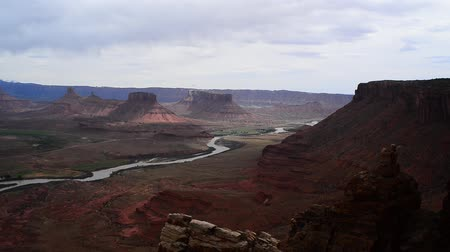 batı : Professor Valley Overlook slow pan along colorado river Utah - near Moab