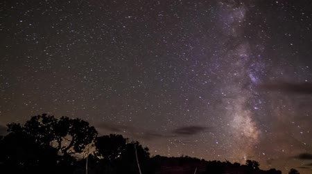 yolları : Milky way and moon rise near Lake Powell Utah time-lapse
