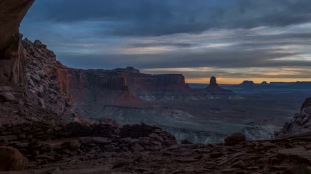barlang : Beautiful golden sunset light falling down the canyon, view from false kiva Canyonlands National Park near Moab Utah United States landscape USA 4k time-lapse