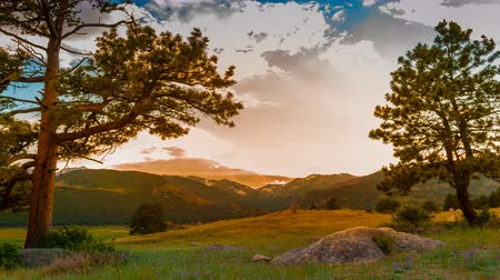 rochoso : Rocky Mountains Light Rain Sunset Time-lapse 4k