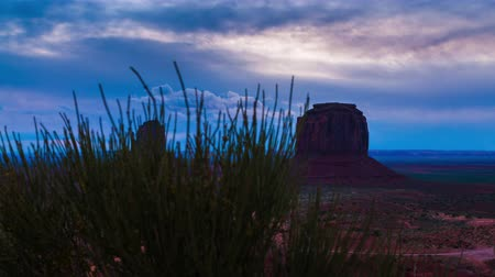 vallei : Monument Valley bewolkt Zonsopkomst Hyperlapse Trucking