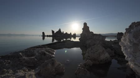 cálcio : Mono lake at Sunrise Dolly shot raw