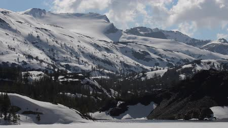 mammoet : Ellery Lake bij Tioga Pass California USA vast schot