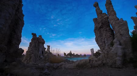 mono lake : Tufa Towers Calcium Carbonate Spires Inyo Forest Mono Lake California, USA dolly shot Stock Footage
