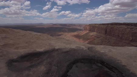 muley : Muley Point Overlook Mexican Hat UT low wide angle dolly shot Stock Footage