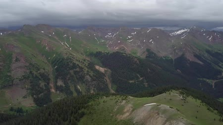 Hurricane Pass Beautiful Aerial Shot of a Colorado Mountains Стоковые видеозаписи