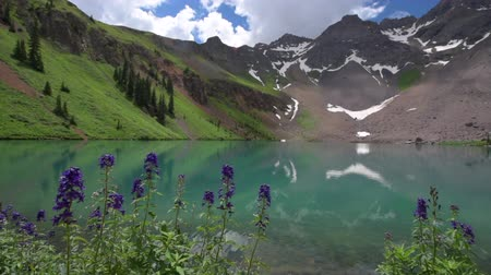 Panoramic View of Blue Lake near Ridgway Colorado with Mountain Sneffels, Dallas Peak and Gilpin Peak in the background USA landscape Стоковые видеозаписи