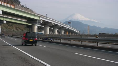 mevcut : Cars Passing by Mt. Fuji on National Route One and Tomei Expressway
