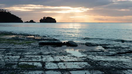 bruk : Tessellated Pavement in Eaglehawk Neck, Tasmania at Sunset (zoom out)