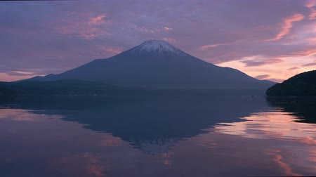 tükrözött : Mt. Fuji Reflected in Lake Yamanaka at Sunset