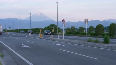 biciclette in montagna : Mt. Fuji over the HIghway (Kohukaido R20) (time lapse)