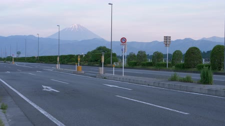 biciclette in montagna : Mt. Fuji over the Highway (Koshukaido R20) (time lapse) Filmati Stock