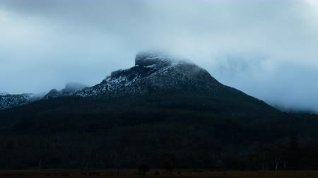 tasmania : Mt. King William I in Tasmania, Australia (time lapsezoom out)