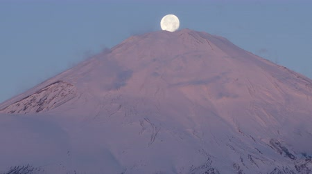 sobreposição : The Moon Sets on Top of Mt. Fuji (Fuji Pearl) (Real TimePan)