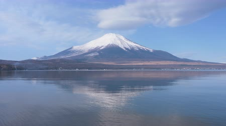 yansıyan : Mt. Fuji with a Lenticular Cloud Reflected in Lake Yamanaka Stok Video