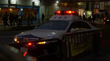yaşama gücü : (Editorial) Shibuya Ward, TokyoJapan-February 12, 2019: A police car parked near the JR Shibuya Station. Theres a police box right next to the car in the left. Stok Video