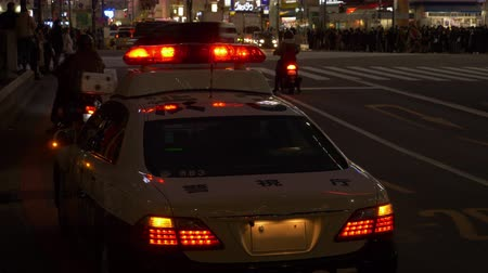 yaşama gücü : Police Car Parked near the Shibuya Crossing Stok Video
