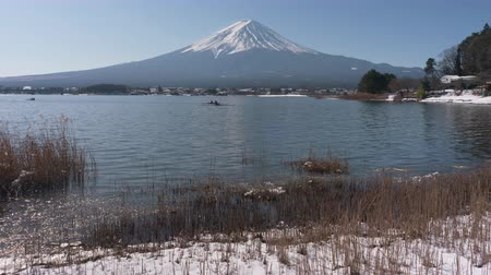 kano : Mt. Fuji over Lake Kawaguchi in Winter (time lapse) Stok Video