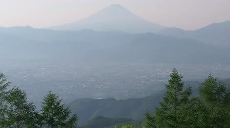 povodí : Mt. Fuji over the Kofu Basin from Mt. Amari in a Sunny Spring Morning (real timeaudio)