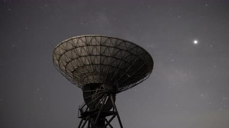 parabola antenna : Milky Way Rising over a Radio Telescope (time lapsezoom out)