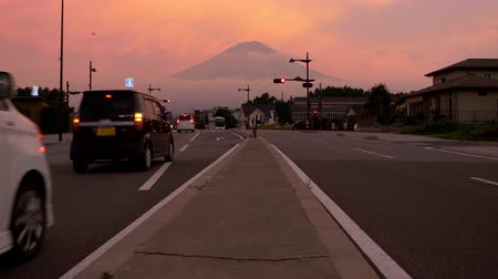 teiler : Mt. Fuji over a Crossroad at Sunset (zoom in)