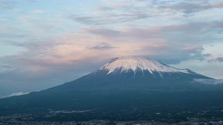 rüzgârla oluşan kar yığını : Mt. Fuji with Lenticular Clouds over the City of Fujinomiya at Sunset (time lapsetilt down)