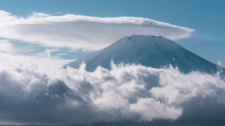 явление : Mt. Fuji with a Lenticular Cloud Over Lake Yamanaka (time lapseclose up)