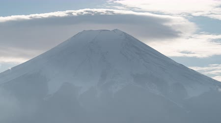 явление : Mt. Fuji with a Lenticular Cloud (time lapsepanning)