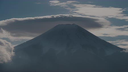 явление : Mt. Fuji with Lenticular Clouds on Top (time lapse)
