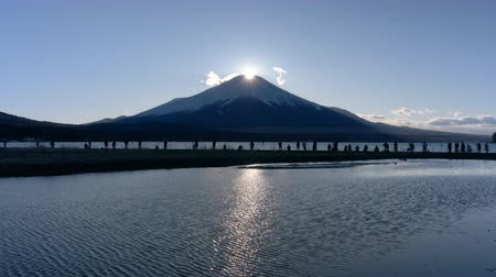 явление : Diamond Fuji over Lake Yamanaka (Real Time)