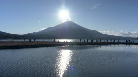 aydınlatmalı : Diamond Fuji over Lake Yamanaka (Time Lapse)
