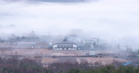 japonya : A Rural Village Emerging from a Dense Fog (Time LapseFix)