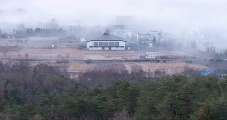 japonya : A Rural Village Emerging from a Dense Fog (Time LapseTilt Up) Stok Video