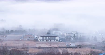 japonya : A Rural Village Emerging from a Dense Fog (Time LapseZoom Out)