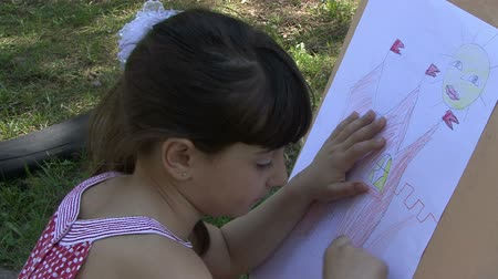 zanaat : Little girl drawing in the park