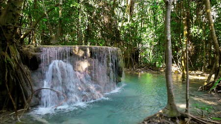 Канчанабури : Jangle landscape with flowing turquoise water of Erawan cascade waterfall at deep tropical rain forest. Erawan National Park, Kanchanaburi, Thailand