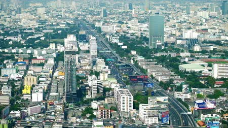 футуристический : BANGKOK THAILAND  DEC 15 2014: Futuristic cityscape aerial view panorama with cars moving on highway across streets. Modern city traffic. Bangkok Thailand Стоковые видеозаписи