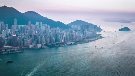 határkő : Aerial panorama view of Hong Kong Island at sunset. Modern financial and cultural asian city at Victoria Harbor. Time lapse