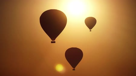 etkinlik : Hot air balloon silhouettes at sunrise Stok Video