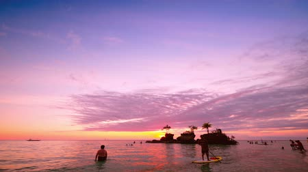 остров : People on vacation, enjoying the amazing sunset at tropics. Boracay island. Philippines travel Стоковые видеозаписи