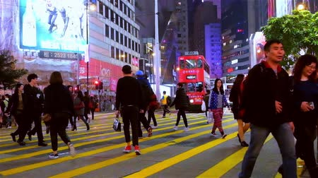 életmód : HONG KONG - JAN 16, 2015: Slow motion video of crowded city street with people walking at crossroad. Hong Kong night life Stock mozgókép