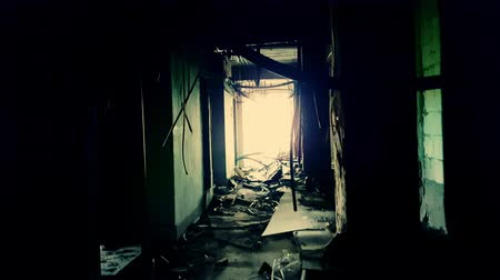 helyek : Camera slowly sneaks along gloomy corridor filled with fragments of stone, brick, concrete and damaged wiring. Found footage psychological horror movie scene, first-person perspective. Shaky cam view.