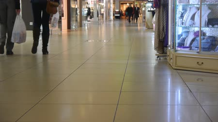 Пол : People Go On The Shiny Floor In The Shopping Center