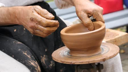 kaše : The birth of pottery on a pottery wheel.