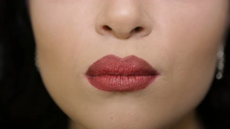 латина : Female lips close up